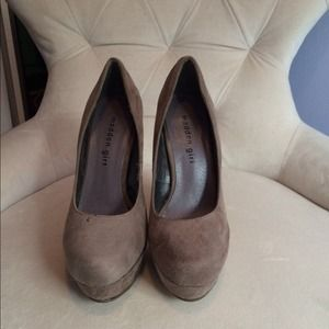 Madden Girl platform pumps. Only worn once!