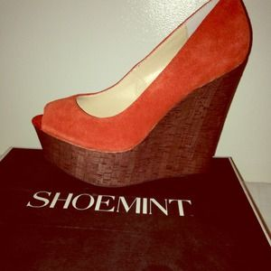 Shoemint Orange suede wedge