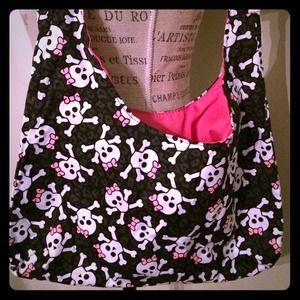 Handbags - Skull and crossbones cute crossbody bag 💀