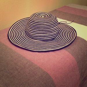 1ffcc6589eee5 kavu Accessories - Kavu women s Lady Leah Hat