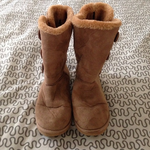 042ac7df399 Ugg-like Chestnut Brown Boots from Rue 21, size 8