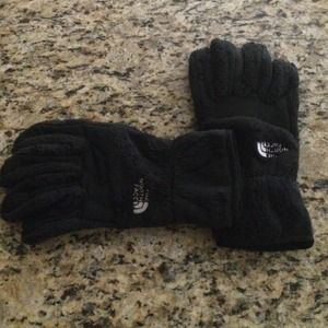 North Face Outerwear - The north face black gloves size large