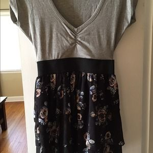 Dresses & Skirts - Grey and floral dress