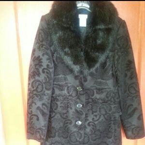 Outerwear - Blk tapestry coat w detachable fur collar