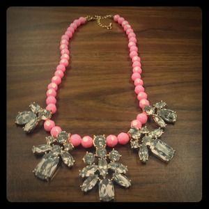 Gorgeous statement necklace! NEW!