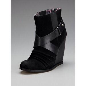 Seychelles Shoes - 🎀Seychelles Thriller Wedge Bootie🎀