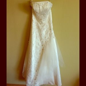 Dresses & Skirts - Brand new wedding dress