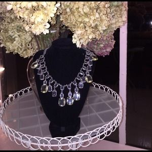 Jewelry - Absolutely stunning fashion necklace