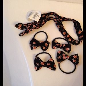 Brand new Brandy Melville hair ties and headband