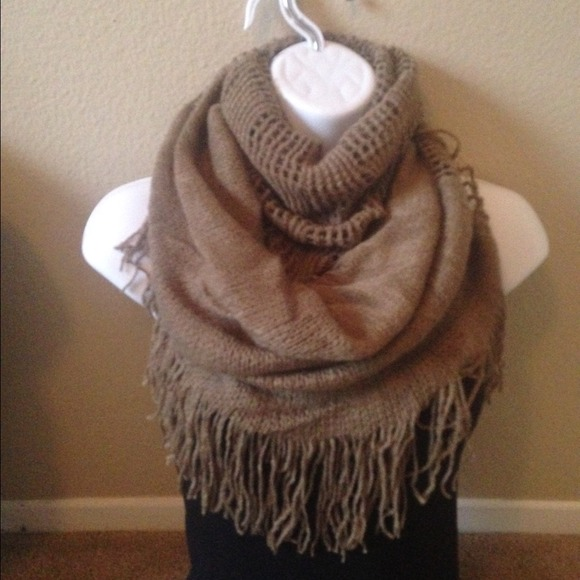 Beige/brown multi style infinity scarf OS from Jessica's ...