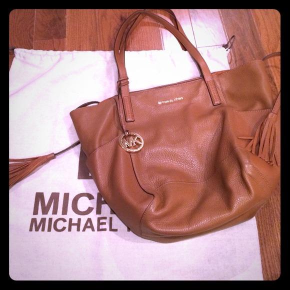 5fc3e1b316d3 Michael Kors Ashbury Leather Large Shoulder Bag. M_544046e972cb8c138e007abf