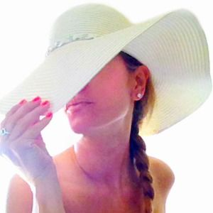 Accessories - 2 Floppy Sun Hats
