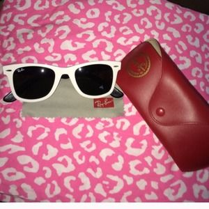 Authentic white Ray-Ban WAYFARER sunnies ☀️