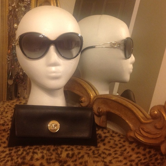 de4c7c9c76 ✨FIERCE✨VERSACE Gold trimmed Cat Eye Sunglasses!