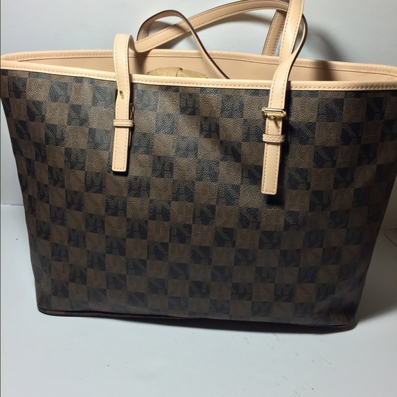 0c0d4ff98e9d1f Michael Kors Jet Set Travel Logo Checkerboard Medium Brown Tote black and  white