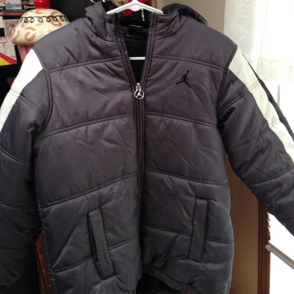 5e4033d37928 MJ winter coat. M 5442cd0c208e4b0567026905