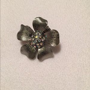 Flower shape statement ring