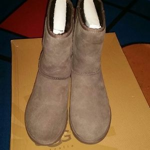 UGGS BROWN size 6