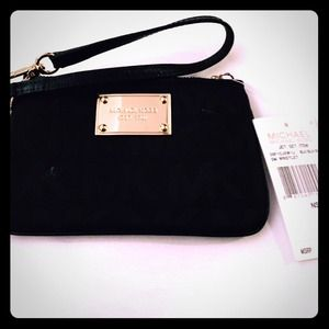 💯Authentic Michael Kors Wristlet NWT