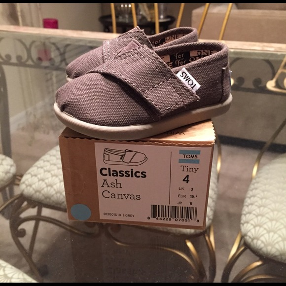 a3bb2c7c7c5 New in Box Brown Toddler Size TOMS