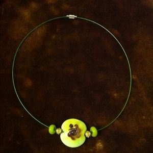 Elegant green custom made necklace