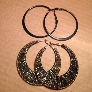 Black and gold hoop earring set