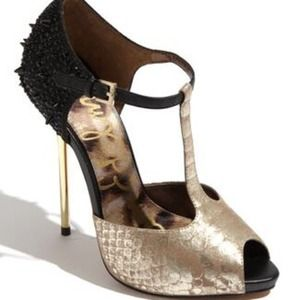 SAM EDELMAN SPIKE-HEELED 'SCARLETT' T-BAR PUMPS