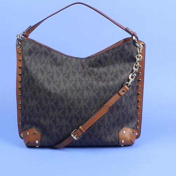 94800d79ffd3 Michael Kors Serena Signature PVC Shoulder Bag. M 5447dbddc1d1c3094a08a363