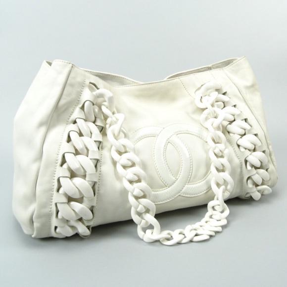 aa70a30481c9 CHANEL Handbags - CHANEL