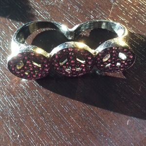 Peace sign knuckle ring