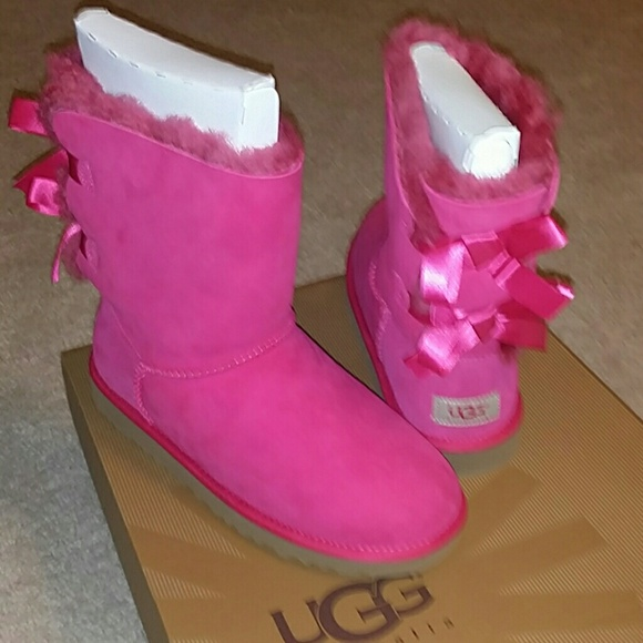 pink bailey bow uggs womens