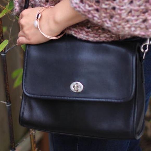 Coach Handbags - Coach Vintage Court Bag 9870 412f443b16e3c