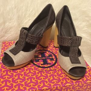 Tory Burch Peep Toe pumps