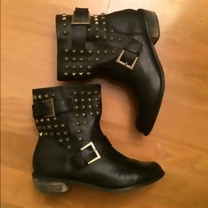 ❤️Forever 21 studded booties ❤️