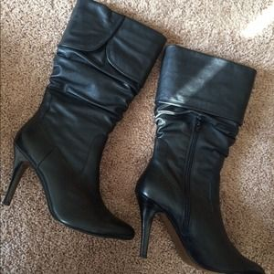 Black leather Aldo boots