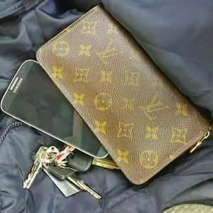 Louis Vuitton Zippy Wallet VTG