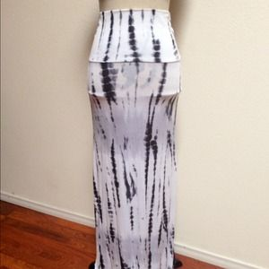 Dresses & Skirts - 🎀NWOT Beautiful Print/Tie Dye Maxi - L