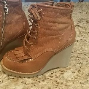 6.5 EUC AUTHENTIC Tory Burch camel wedge bootie