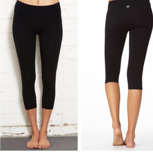 33% off Forever 21 Pants - Skinny Capri yoga workout pants black ...
