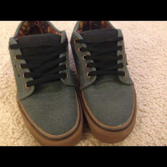 vans chukka low dark grey gum