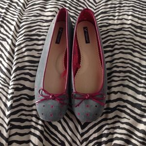 Gray flats with magenta polka dots and patent bow