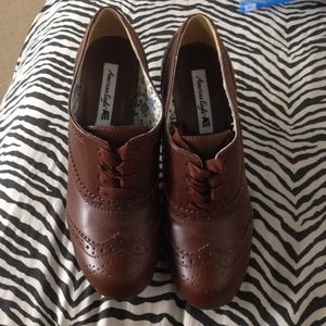 Shoes - 🎉HP🎉Brown high heeled Oxfords w/ribbon laces