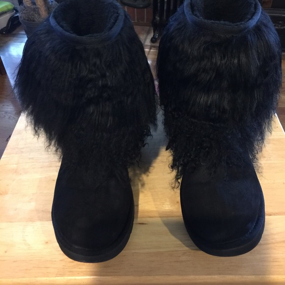 size 8 Ugg black sheepskin cuff boot