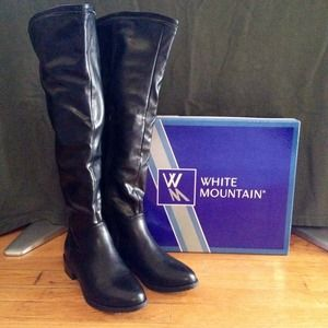 White Mountain Black Leather Boots
