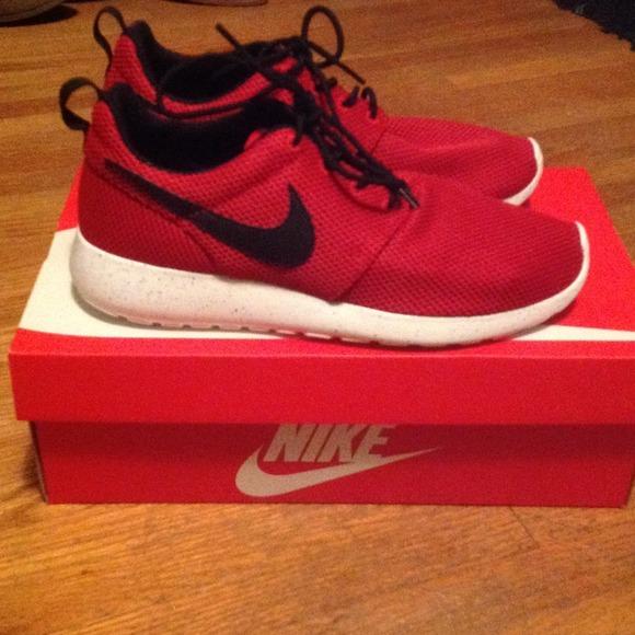 Lovely Brand New With Box Nike Roshe Run   Poshmark OI27
