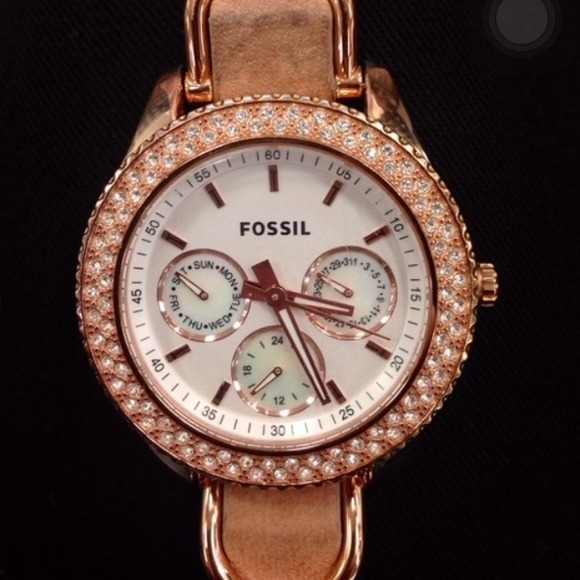 49 off fossil jewelry rose gold fossil watch from kimberly 39 s closet on poshmark. Black Bedroom Furniture Sets. Home Design Ideas