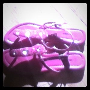 josmo Shoes - I'm selling these really awesome pink flip flops!