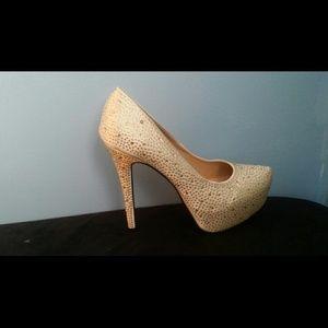 Shoes - Diamond wedding pumps