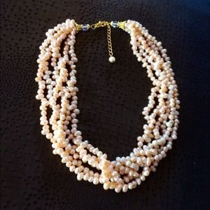 GENUINE FRESHWATER PEARL NECKLACE.