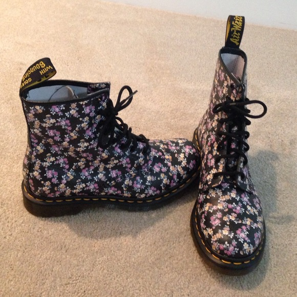 38% off Dr. Martens Boots - Dr. Marten floral boots. Size 8. from ...